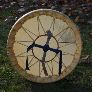Drum shaman mit Ziege