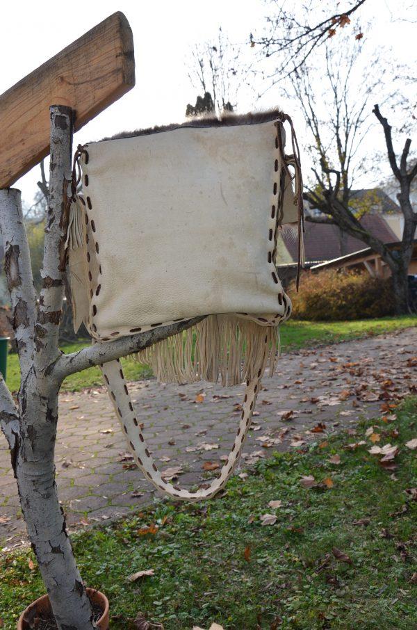 Tasche aus Leder und Waschbärfell