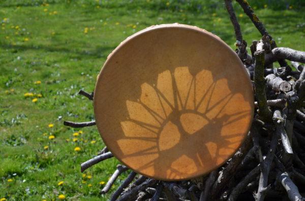 schamanische Trommel aus Naturmaterial