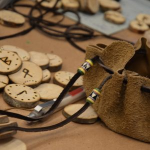 Runen mit Ledersackerl